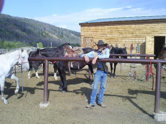 Medicine Bow Lodge: The corral area with God's beautiful creatures and Owner Tim Bishop