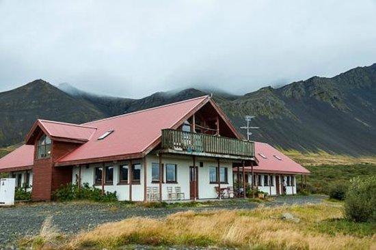 Hotel Hafnarfjall: Hotel Bru, back