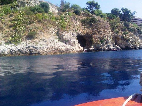 Boat Excursion at Mazzaro Bay : dalle parti della grotta azzurra