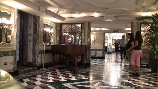 The Westin Europa & Regina, Venice: Main hallway