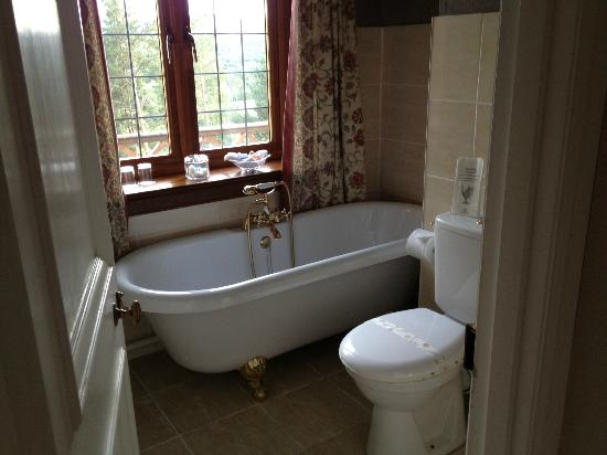 Ard-na-Coille Guest House: Check that bath out