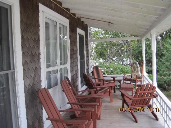 Brady's NESW Bed & Breakfast: cozy porch