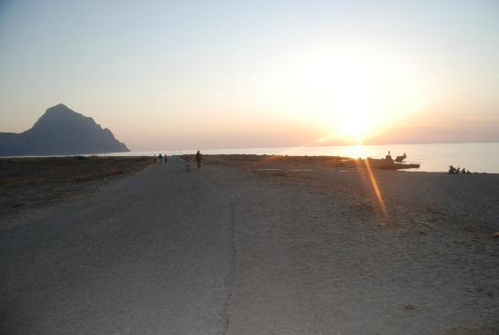 Macari, Włochy: tramonto da urlo