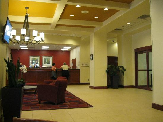 Residence Inn Portland Downtown/RiverPlace: Front desk/lobby