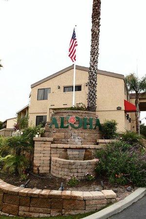Aloha Inn: Exterior