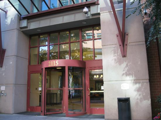 Residence Inn Portland Downtown/RiverPlace: Front entrance