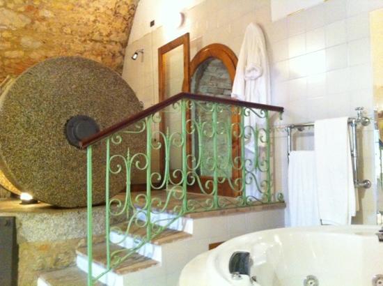 La Chiusa: view of shower and jacuzzi