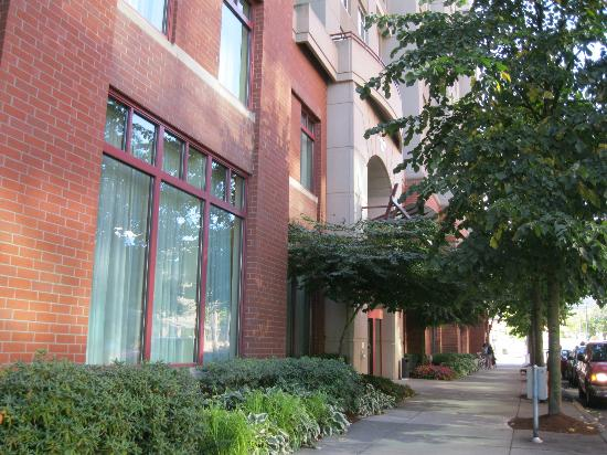 Residence Inn Portland Downtown/Riverplace: Exterior