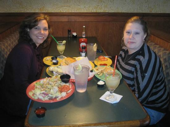 One Eyed Lizzy's: Great fun, delicous food and super service. Great girls night out!