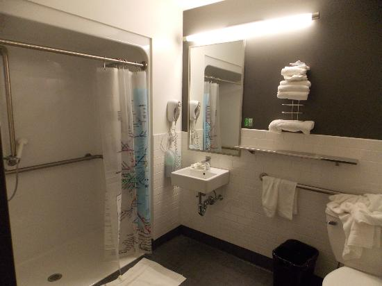 Hostelling International - Boston: Bathroom 2