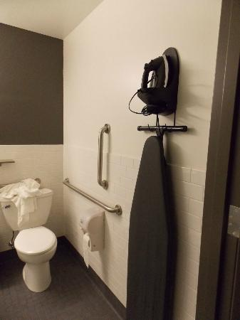 Hostelling International - Boston: Bathroom 1