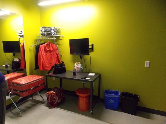 Hostelling International - Boston: Inside of Hostel Room