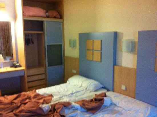 Hotel Caprici: The room