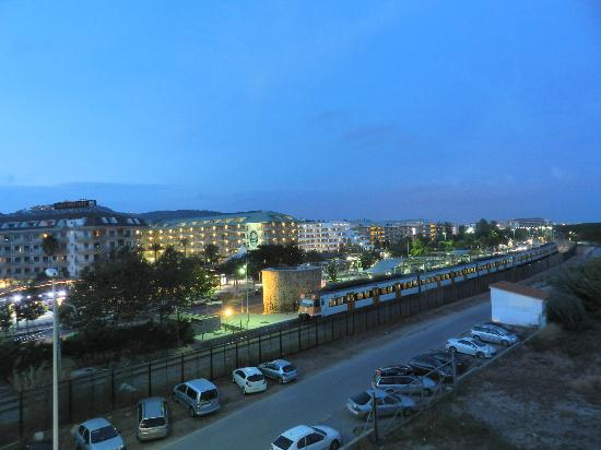 Hotel Caprici: Evening view from the room. The photo was made with long exposure