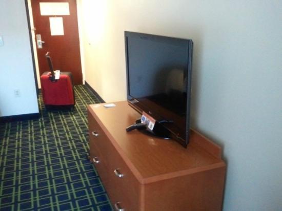 Fairfield Inn & Suites Atlanta Kennesaw: Flatscreen TV