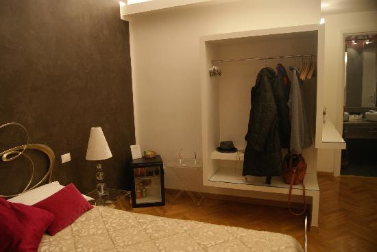 Town House Fontana Di Trevi: Espacio para guardar los abrigos