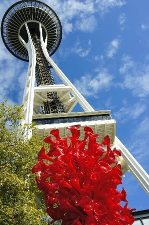 Chihuly Garden and Glass: space needle and art