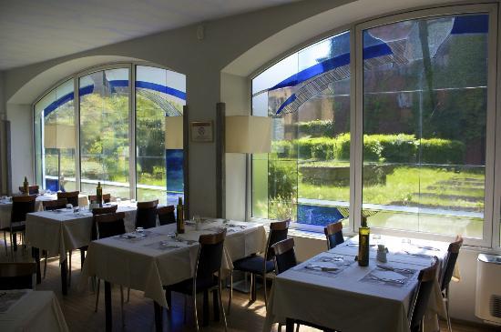 sala interna climatizzata - Picture of Calimero Cafe & Cucina, Milan ...