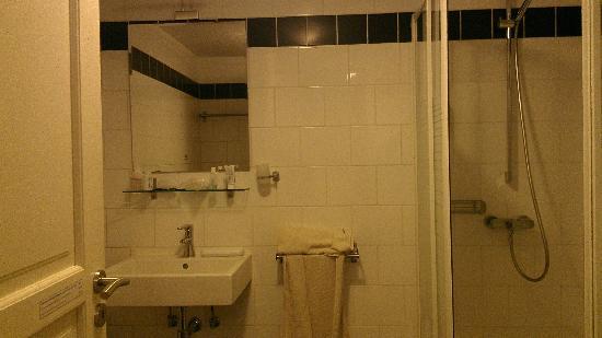 B&B Terre Neuve : Bathroom
