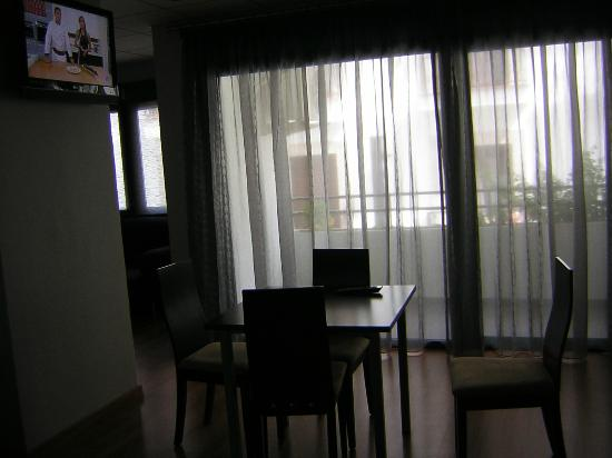 Hotel Balneario de Fuencaliente : Parte sala de estar y TV.
