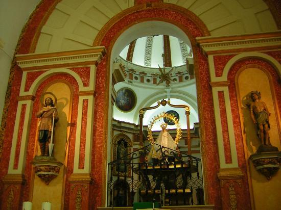 Hotel Balneario de Fuencaliente : Iglesia con la Virgen de los Baños