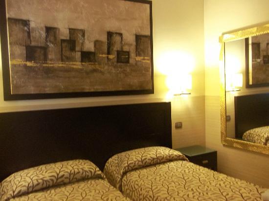 Yes Hotel: Habitacion