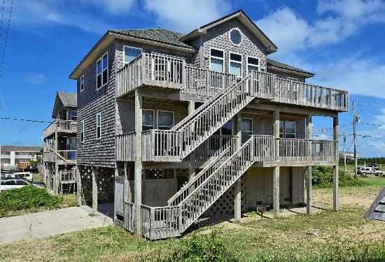 Shellcastle cottage picture of lighthouse view for Hatteras cabins rentals