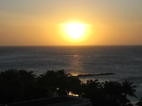 Divi Aruba Phoenix Beach Resort: Sunset view from our room