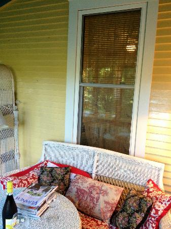 Valentine Lodge: 2nd floor screened porch and seating area