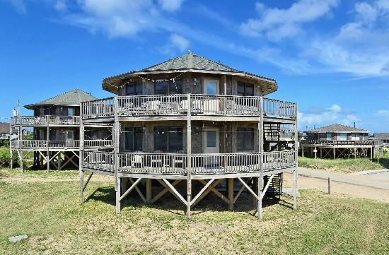 Round cottage picture of lighthouse view oceanfront for Hatteras cabins rentals