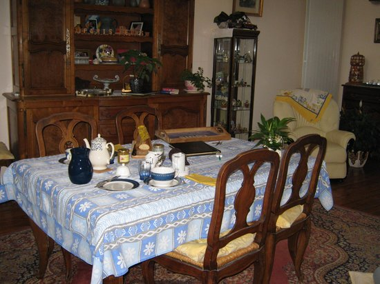 Chambre d'hote Cathedrale: breakfast area