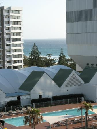 Peppers Broadbeach: View of the ocean from the balcony