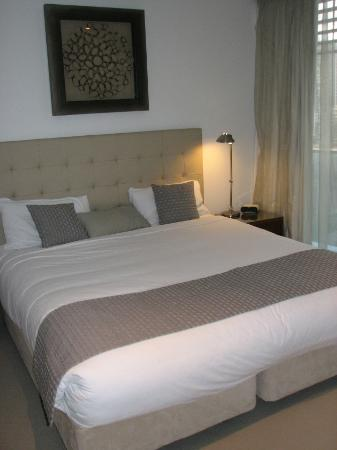 Peppers Broadbeach: Main bedroom