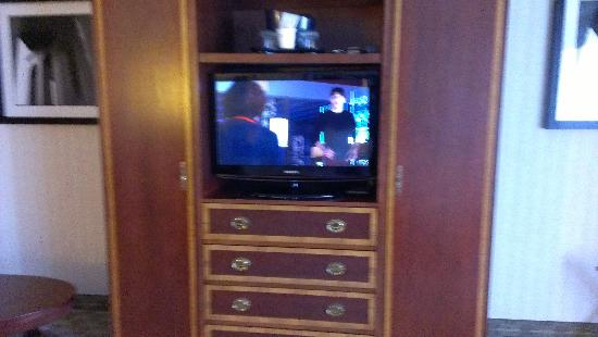 Wyndham Cleveland at Playhouse Square: tv in bedroom