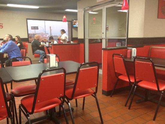 Fat Daddys Grill & Drive Thru: Restaurant interior
