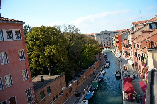 Ca dei Polo: View of the canal from our room, Grand Canal just a short distance away