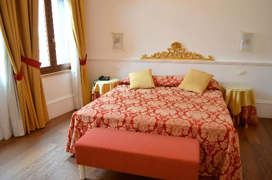 Ca dei Polo: Very comfortable and large bed