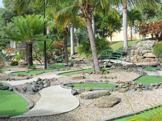 The Fajardo Inn: Mini golf course