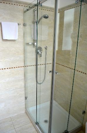 Ca dei Polo: Shower, great water pressure