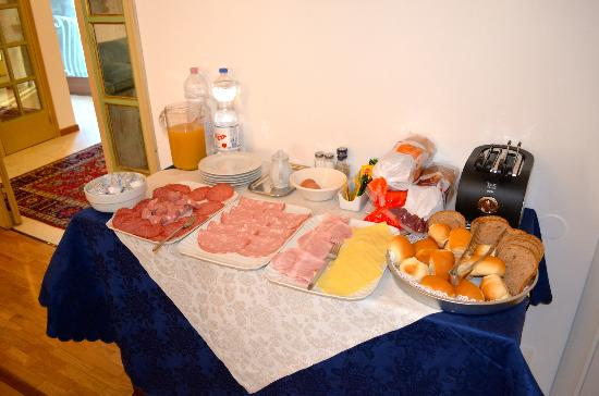 Ca dei Polo: Breakfast spread, fresh and VERY tasty