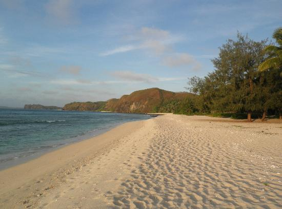 Yasawa Island Resort and Spa: The beach running past some of the Bure's.