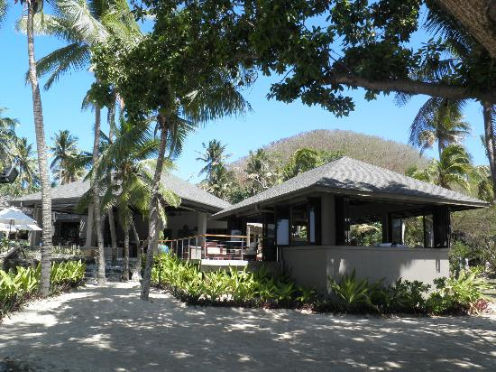 Yasawa Island Resort and Spa: Manasa's Bar and the open dining room.