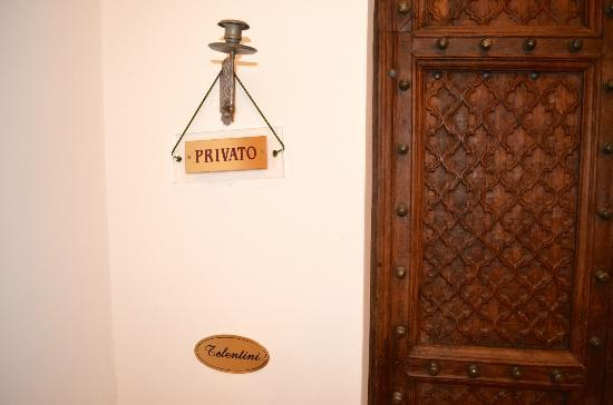 Ca dei Polo: Entry and sign for our suite