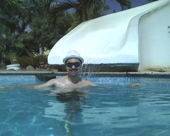 The Fajardo Inn: Having a great time at the pool!