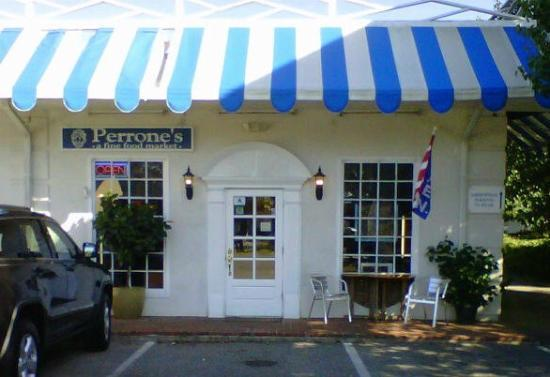 Perrone's Restaurant and Bar: Unassuming front