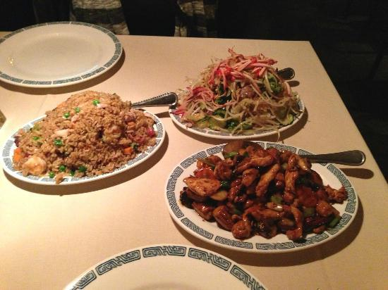 Chan's Cousine : Kung Pao chicken and Chop Suey