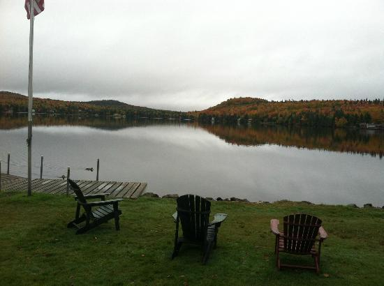 Tall Timber Lodge: Lake