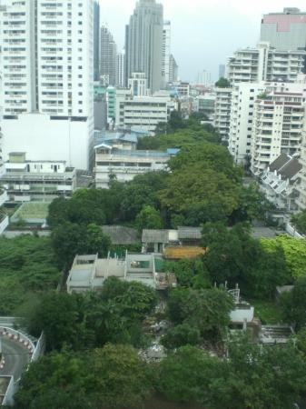 Sukhumvit 12 Bangkok Hotel & Suites: 1206 View to Main Road