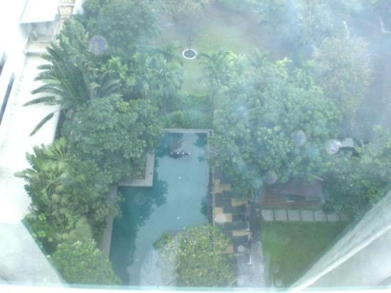 Sukhumvit 12 Bangkok Hotel & Suites: 1206 Pool