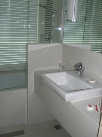 Sukhumvit 12 Bangkok Hotel & Suites: 1206 Sink